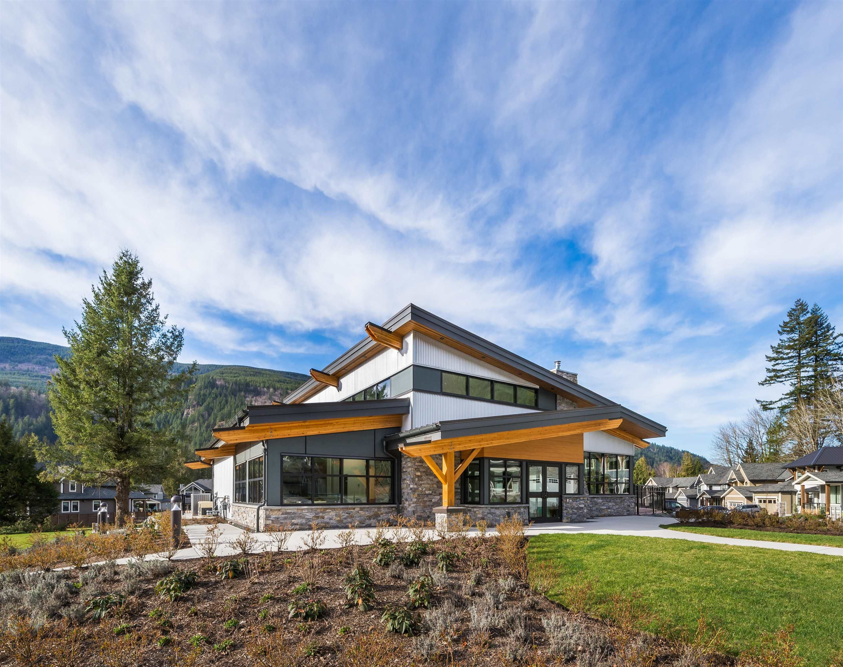 """Main Photo: 83 1880 COLUMBIA VALLEY Road in Columbia Valley: Lindell Beach House for sale in """"Aquadel"""" (Cultus Lake)  : MLS®# R2620585"""