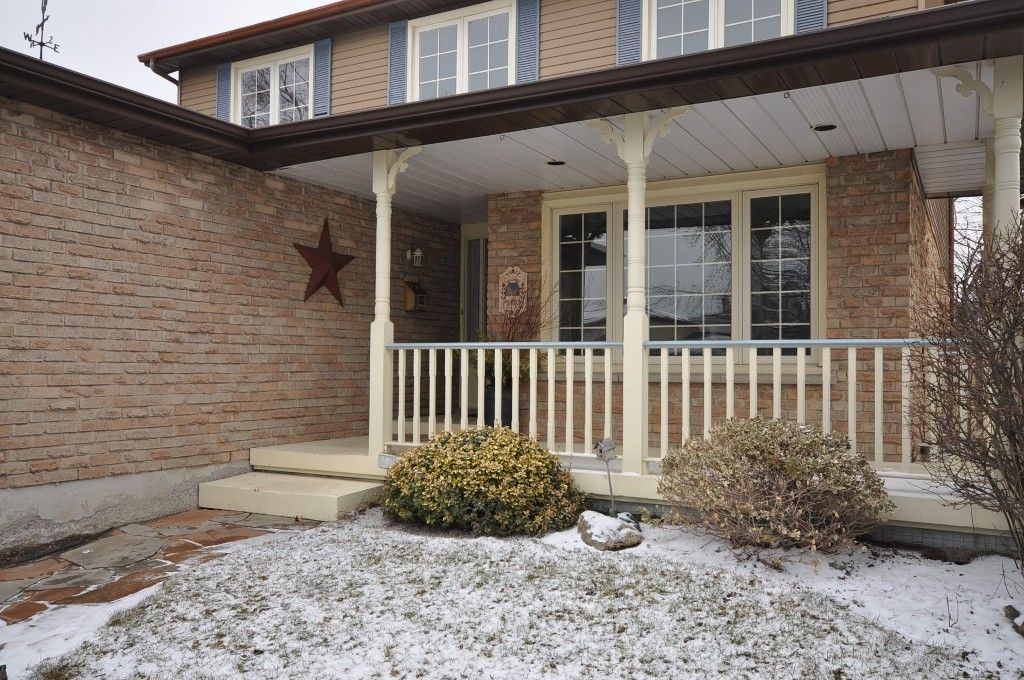 Main Photo: : Freehold for sale : MLS®# N2305698