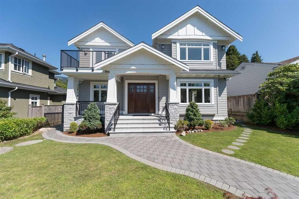 Main Photo: 1129 Kings Ave in West Vancouver: Ambleside House for sale : MLS®# R2129185