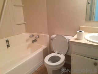 Photo 10: EAST ESCONDIDO House for sale : 4 bedrooms : 1060 Bridgeport St in Escondido
