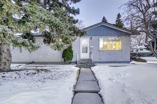 Photo 1: 4 Rossburn Crescent SW in Calgary: Rosscarrock Detached for sale : MLS®# A1073335