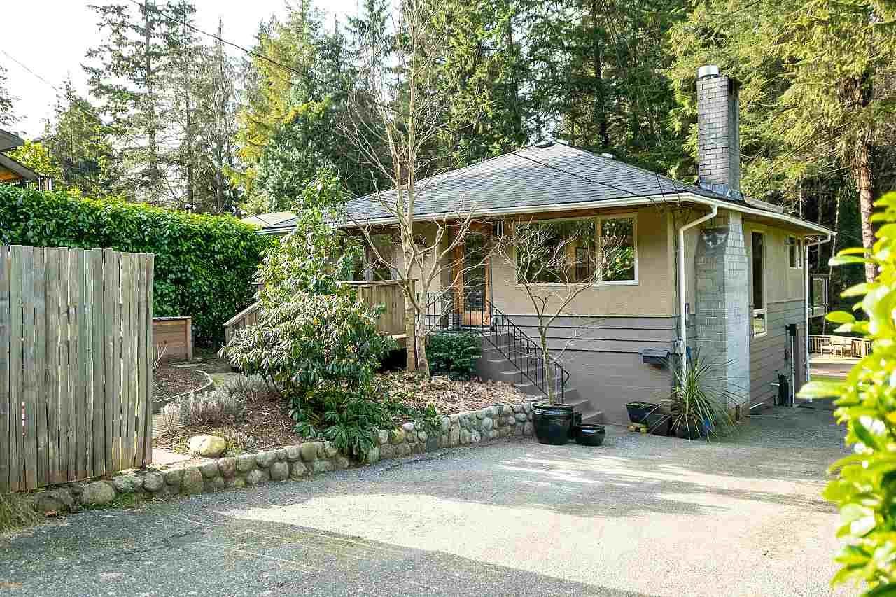 Main Photo: 1935 PARKSIDE Lane in North Vancouver: Deep Cove House for sale : MLS®# R2539750