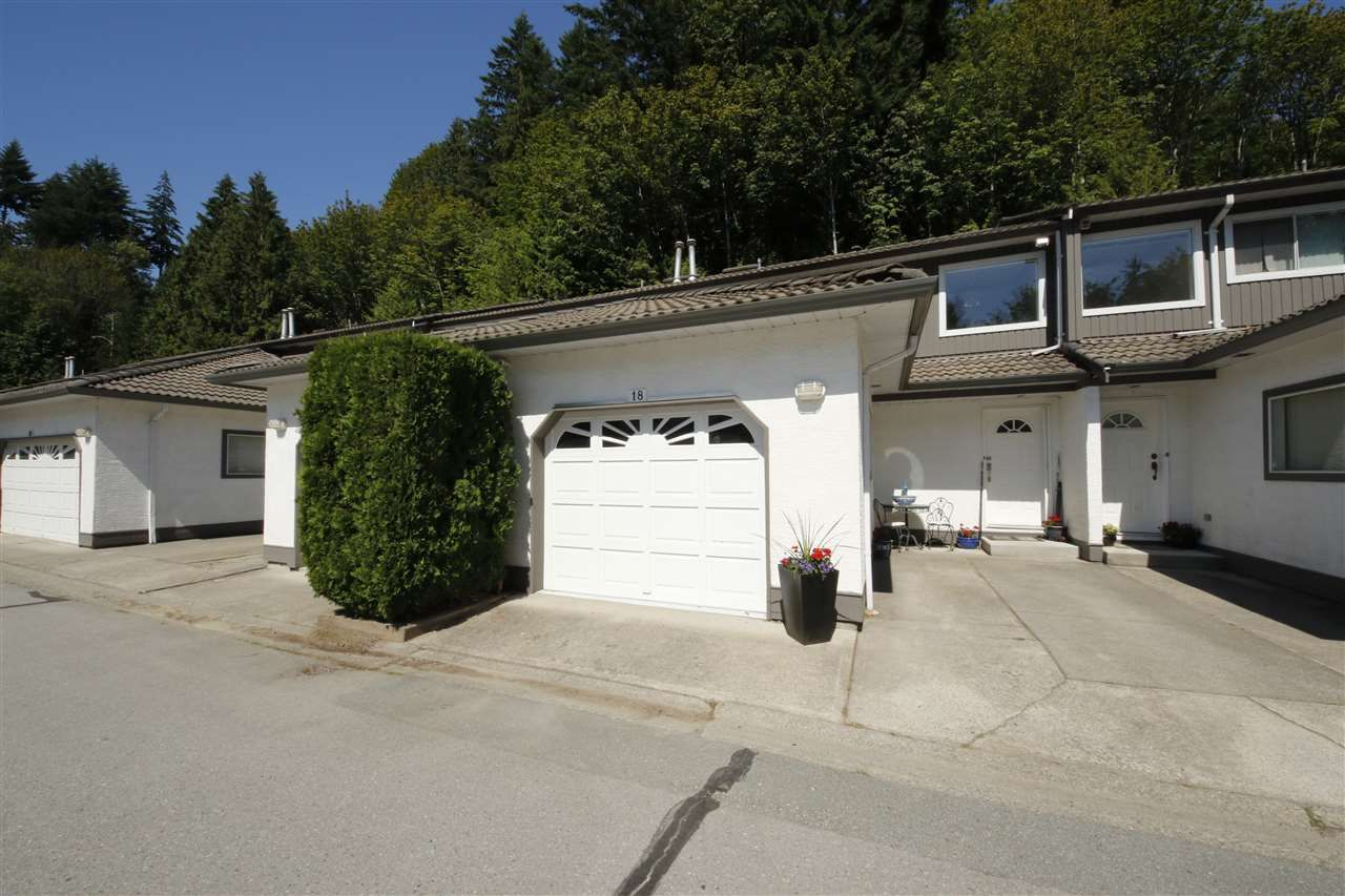 "Main Photo: 18 2401 MAMQUAM Road in Squamish: Garibaldi Highlands Townhouse for sale in ""Highland Glen"" : MLS®# R2086087"