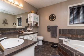 """Photo 16: 2416 WOODSTOCK Drive in Abbotsford: Abbotsford East House for sale in """"McMillan"""" : MLS®# R2446042"""
