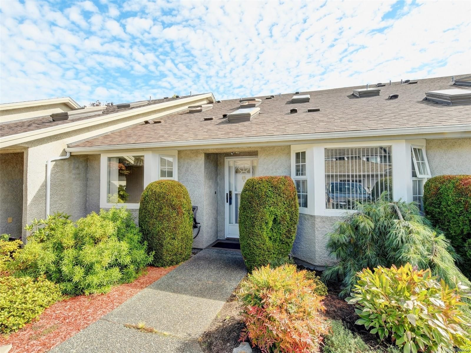 Main Photo: 45 2600 Ferguson Rd in : CS Turgoose Row/Townhouse for sale (Central Saanich)  : MLS®# 886904