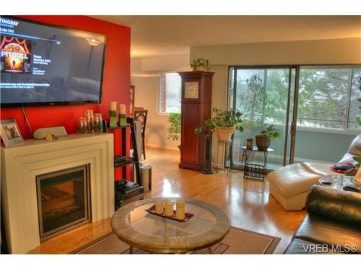 Main Photo: 304 853 Selkirk Ave in VICTORIA: Es Kinsmen Park Condo for sale (Esquimalt)  : MLS®# 716758