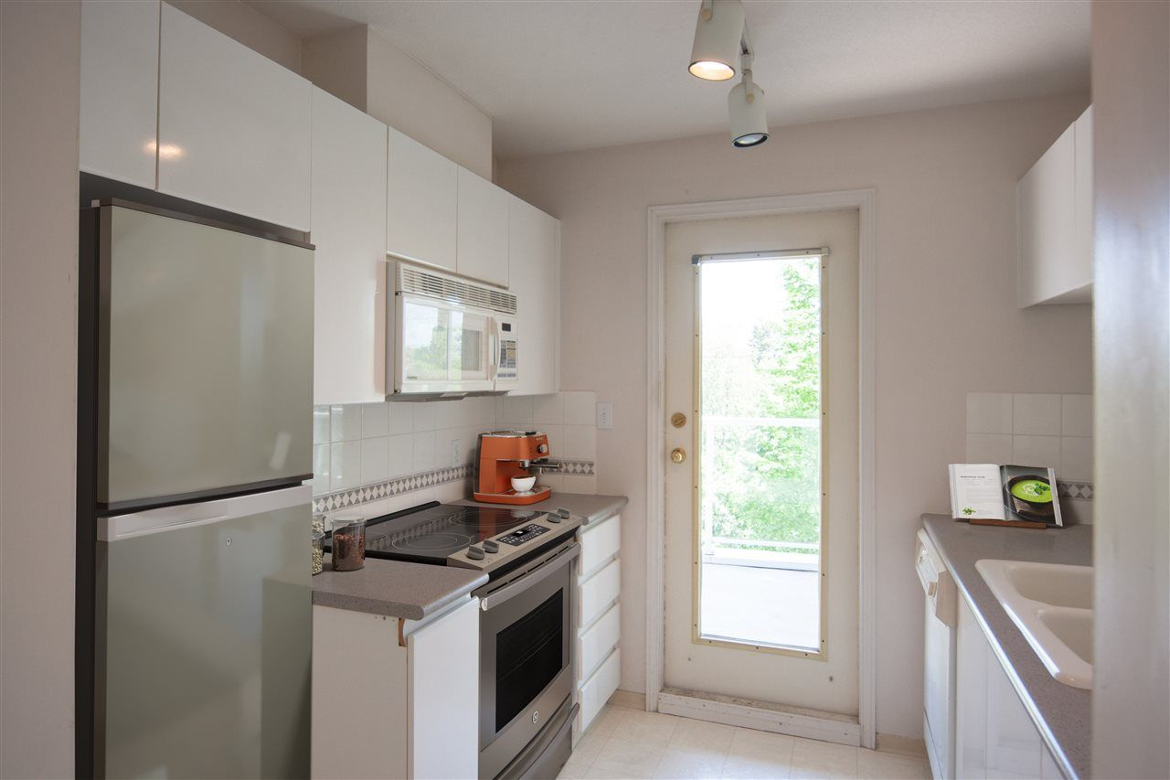 """Photo 5: Photos: 305 8450 JELLICOE Street in Vancouver: South Marine Condo for sale in """"BOARDWALK"""" (Vancouver East)  : MLS®# R2376559"""