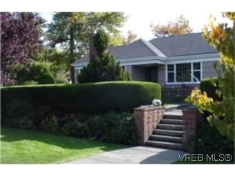 Main Photo:  in VICTORIA: OB Henderson House for sale (Oak Bay)  : MLS®# 447422