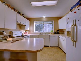 "Photo 7: 5669 SURF Circle in Sechelt: Sechelt District House for sale in ""SECHELT DOWNTOWN"" (Sunshine Coast)  : MLS®# R2530445"