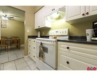 """Photo 6: 205 17661 58A Avenue in Surrey: Cloverdale BC Condo for sale in """"WYNDHAM ESTATES"""" (Cloverdale)  : MLS®# F2906679"""