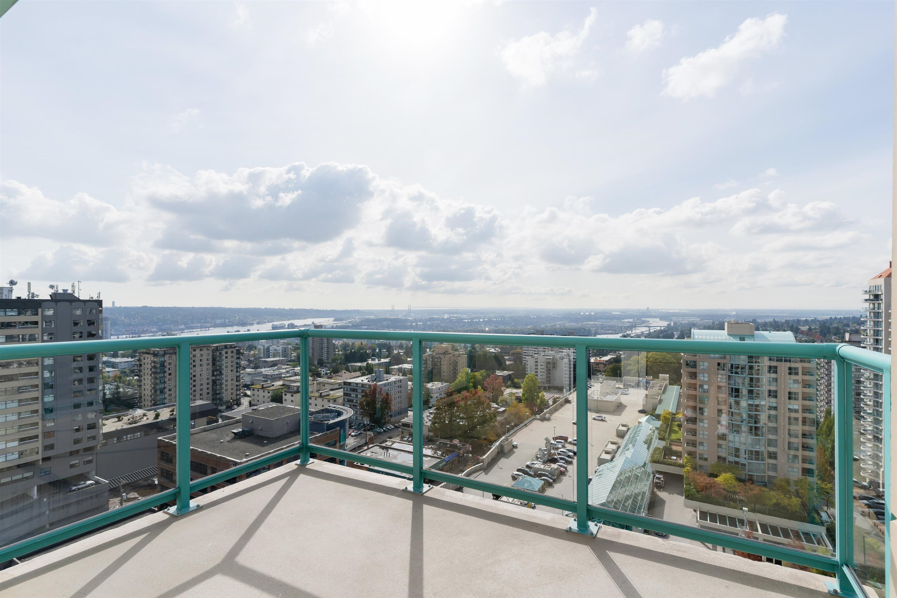 """Main Photo: 2007 612 SIXTH Street in New Westminster: Uptown NW Condo for sale in """"The Woodward"""" : MLS®# R2623549"""