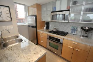 "Photo 4: 606 33 SMITHE Street in Vancouver: Yaletown Condo for sale in ""Coopers Lookout"" (Vancouver West)  : MLS®# R2440133"