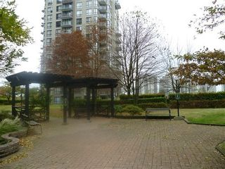 Photo 3: 403 838 AGNES Street in New Westminster: Downtown NW Home for sale ()  : MLS®# V976289