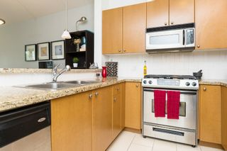 """Photo 14: 406 14 E ROYAL Avenue in New Westminster: Fraserview NW Condo for sale in """"Victoria Hill"""" : MLS®# R2092920"""