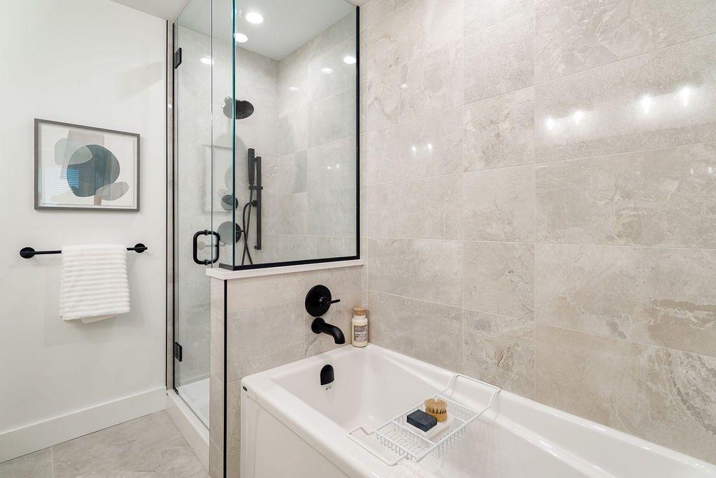 "Photo 9: Photos: 502 22226 BROWN Avenue in Maple Ridge: West Central Condo for sale in ""ERA"" : MLS®# R2460141"