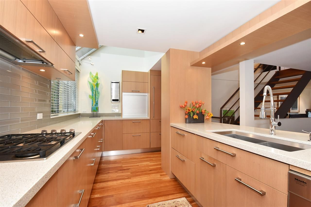 """Photo 10: Photos: 2311 OAK Street in Vancouver: Fairview VW Townhouse for sale in """"OAKVIEW TERRACE"""" (Vancouver West)  : MLS®# R2151089"""