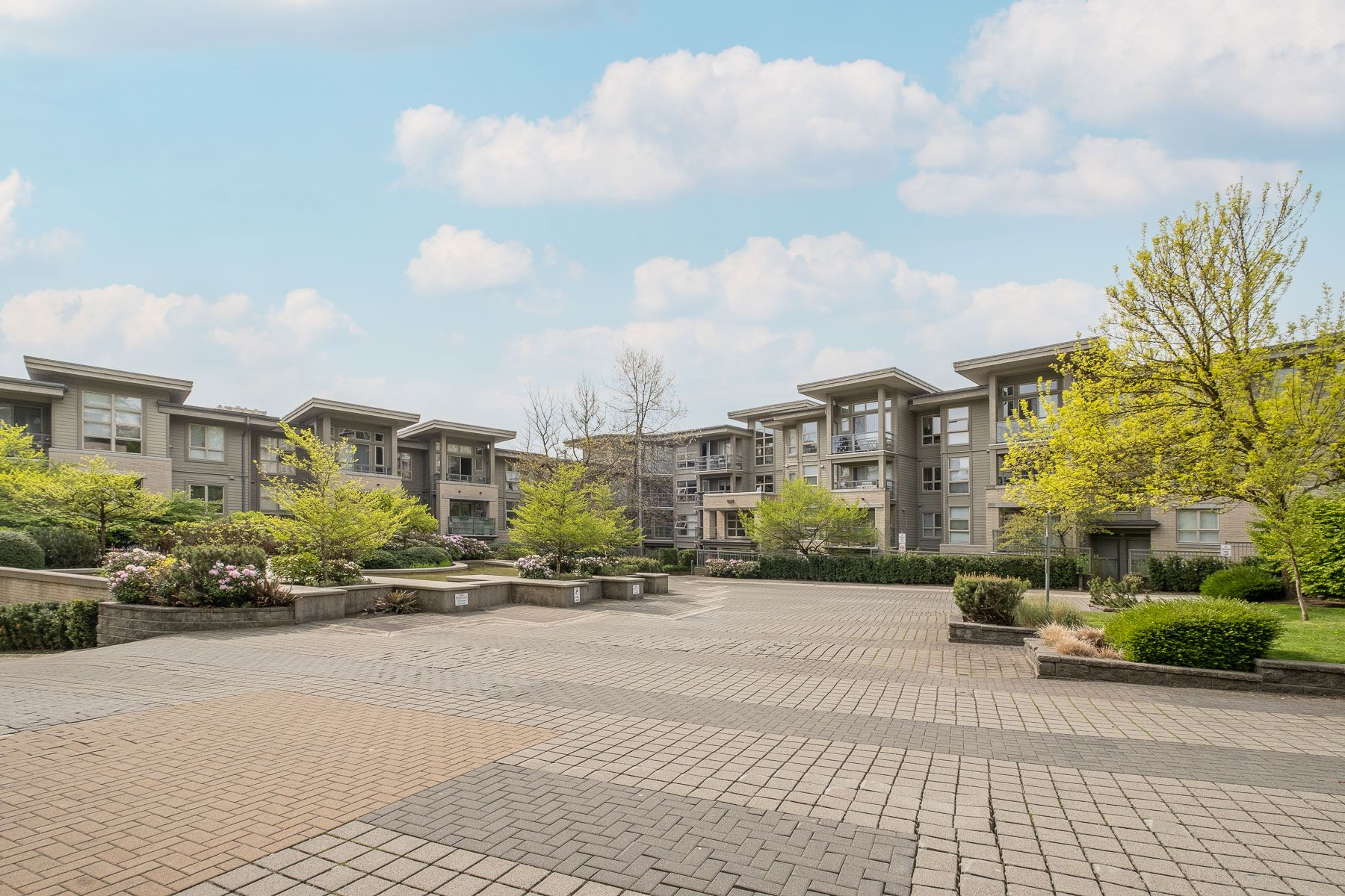 """Photo 1: Photos: 404 9339 UNIVERSITY Crescent in Burnaby: Simon Fraser Univer. Condo for sale in """"HARMONY AT THE HIGHLANDS"""" (Burnaby North)  : MLS®# R2578073"""