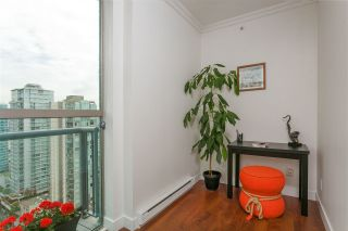 """Photo 4: 2601 928 RICHARDS Street in Vancouver: Yaletown Condo for sale in """"THE SAVOY"""" (Vancouver West)  : MLS®# R2288010"""