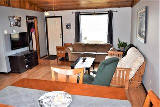 Photo 3: 2 Westview Drive in Lac Du Bonnet RM: R28 Residential for sale : MLS®# 202109975