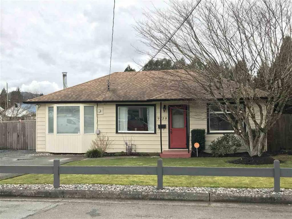 Photo 1: Photos: 9739 Sidney St. in Chilliwack: House for rent
