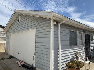 Photo 12: PACIFIC BEACH House for sale : 3 bedrooms : 1360 Beryl Street in San Diego