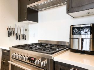 """Photo 3: 515 5598 ORMIDALE Street in Vancouver: Collingwood VE Condo for sale in """"wall centre central park"""" (Vancouver East)  : MLS®# R2560362"""