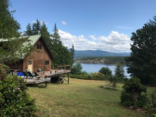 Photo 3: 226 HAIRY ELBOW Road in Sechelt: Sechelt District House for sale (Sunshine Coast)  : MLS®# R2137692