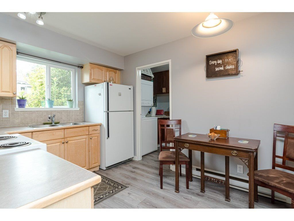 """Photo 15: Photos: 6116 E GREENSIDE Drive in Surrey: Cloverdale BC Townhouse for sale in """"Greenside Estates - Cluster 37"""" (Cloverdale)  : MLS®# R2477611"""