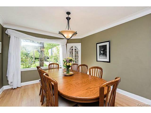 Photo 5: Photos: 359 Kingston Crescent in WINNIPEG: St Vital Residential for sale (South East Winnipeg)  : MLS®# 1513221