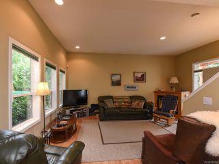 Photo 2: 555 BECKTON DRIVE in COMOX: CV Comox (Town of) House for sale (Comox Valley)  : MLS®# 789909