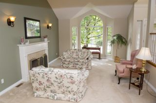 """Photo 6: 15 PARKGLEN Place in Port Moody: Heritage Mountain House for sale in """"HERITAGE MOUNTAIN"""" : MLS®# R2207752"""