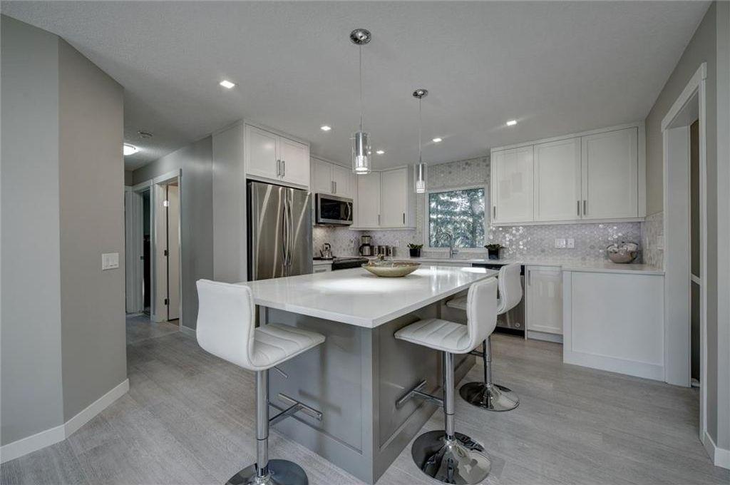 Photo 15: Photos: 210 OAKMOOR Place SW in Calgary: Oakridge House for sale : MLS®# C4111441