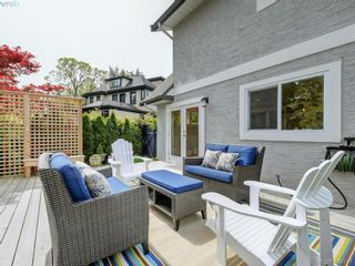 Photo 1: 953 Pattullo Pl in VICTORIA: OB South Oak Bay House for sale (Oak Bay)  : MLS®# 812038