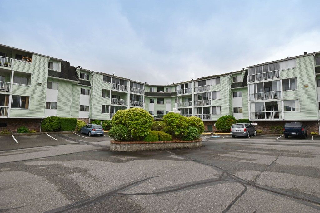 """Main Photo: 103 31850 UNION Avenue in Abbotsford: Abbotsford West Condo for sale in """"FERNWOOD MANOR"""" : MLS®# R2178233"""