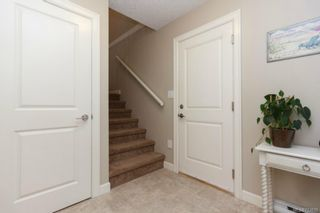 Photo 2: 1054 Whitney Crt in Langford: La Luxton House for sale : MLS®# 723829