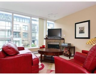 Photo 2: 113 - 1483 W. 7th Avenue in Vancouver: Fairview VW Condo for sale (Vancouver West)  : MLS®# V695373