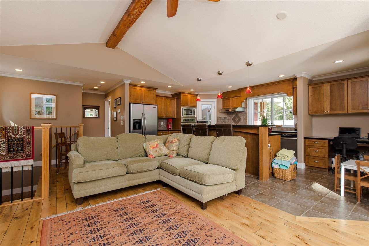 "Photo 12: Photos: 416 MAPLE Street: Cultus Lake House for sale in ""Cultus lake Park"" : MLS®# R2493541"