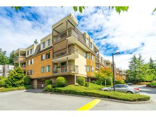 """Photo 2: 302 1720 SOUTHMERE Crescent in White Rock: Sunnyside Park Surrey Condo for sale in """"Capstan Way"""" (South Surrey White Rock)  : MLS®# R2602939"""
