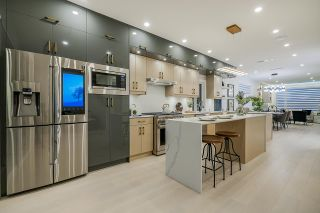 Photo 18: 8144 16TH Avenue in Burnaby: East Burnaby 1/2 Duplex for sale (Burnaby East)  : MLS®# R2570525