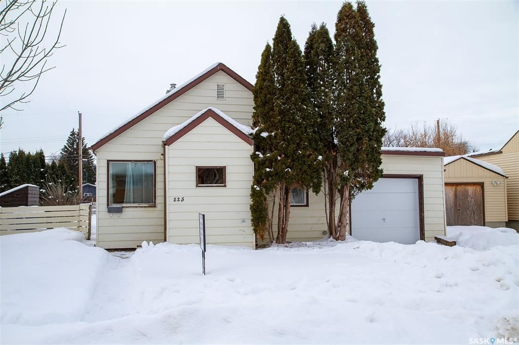Main Photo: 225 Q Avenue North in Saskatoon: Mount Royal SA Residential for sale : MLS®# SK833156