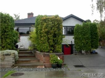 Main Photo: 1060 Bank St in VICTORIA: Vi Fairfield East House for sale (Victoria)  : MLS®# 515158