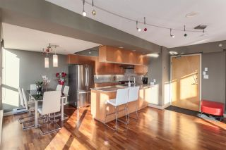 """Photo 2: 2401 1238 RICHARDS Street in Vancouver: Yaletown Condo for sale in """"METROPOLIS"""" (Vancouver West)  : MLS®# R2249261"""