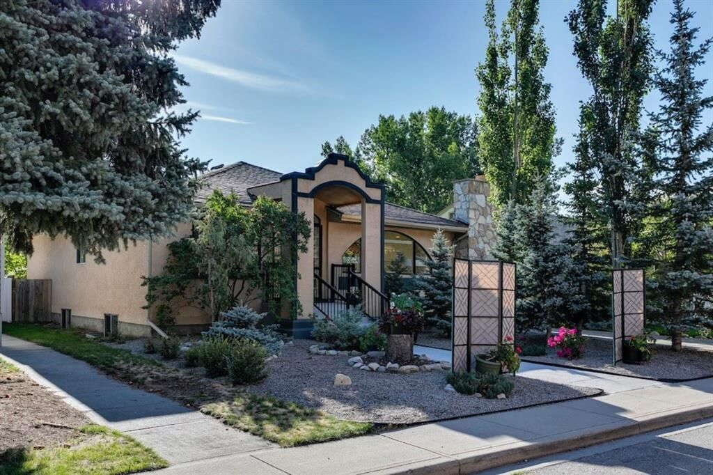 Main Photo: 1112 24 Street NW in Calgary: West Hillhurst Detached for sale : MLS®# A1146939