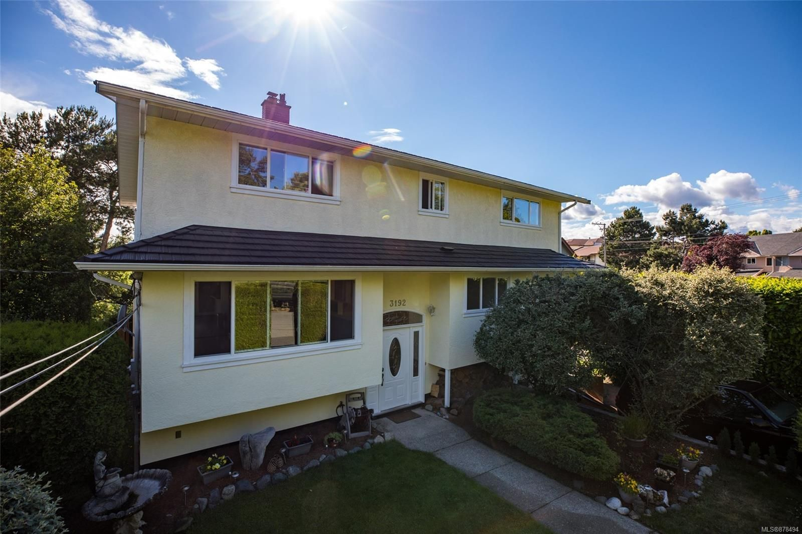Main Photo: 3192 Shakespeare St in : Vi Oaklands House for sale (Victoria)  : MLS®# 878494