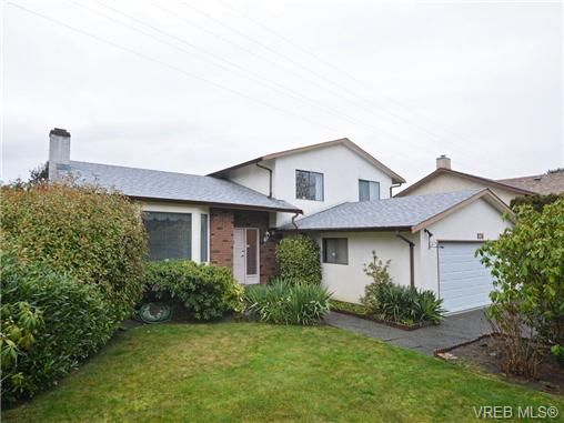 Main Photo: 826 Cameo St in VICTORIA: SE High Quadra House for sale (Saanich East)  : MLS®# 722342