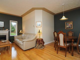 Photo 4: 201 2727 1st St in COURTENAY: CV Courtenay City Row/Townhouse for sale (Comox Valley)  : MLS®# 716740