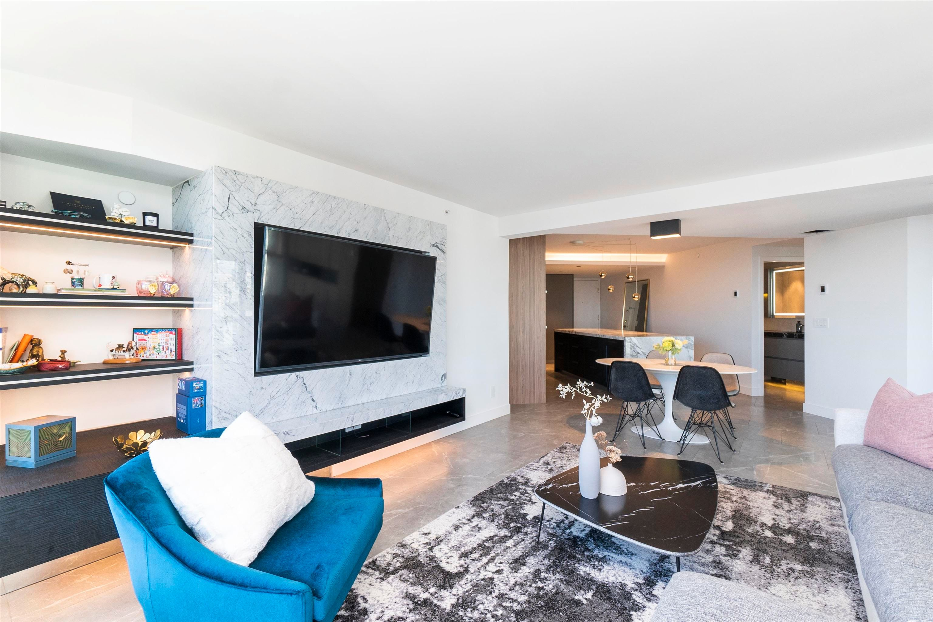 """Main Photo: 2205 388 DRAKE Street in Vancouver: Yaletown Condo for sale in """"Governor's Tower"""" (Vancouver West)  : MLS®# R2619698"""