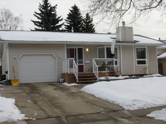 Main Photo: 45 Amherst Crescent in St. Albert: House for sale or rent