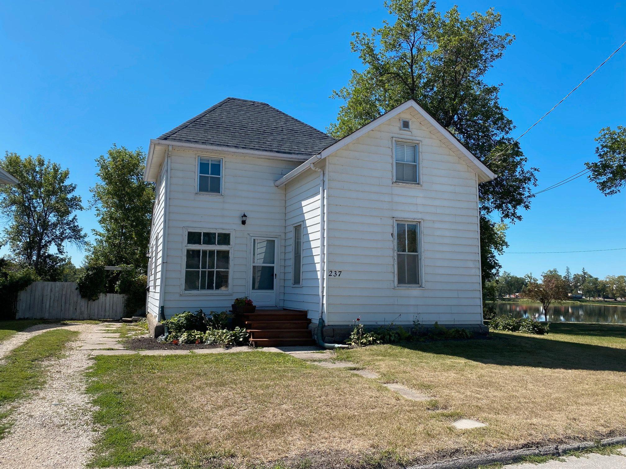 Main Photo: 237 Portage Avenue in Portage la Prairie: House for sale : MLS®# 202120515