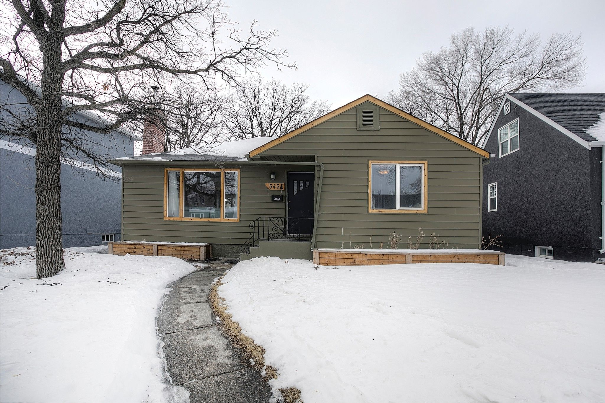 Main Photo: 545 Montrose Street in Winnipeg: River Heights South Single Family Detached for sale (1D)  : MLS®# 202103840